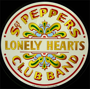 THE BEATLES SERGENT PEPPERS LONELY HEARTS - Plaque publicitaire ronde 29 cm